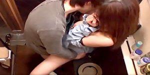 エロ女子大生とトイレで生ハメセックス