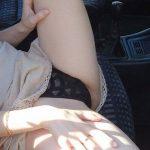 ドライブするつもりがドライブ中から淫乱な女
