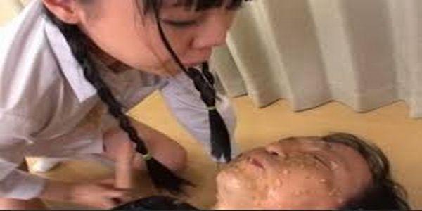 閲覧注意⚠吐瀉物に塗れながらアナルセックスを求める変態に出会った